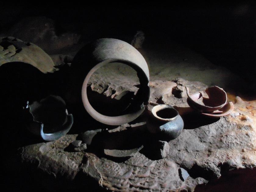 Actun_tunichil_muknal-pottery
